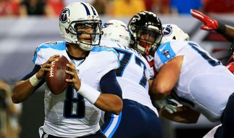 Marcus Mariota playing football in Nashville Tenessee