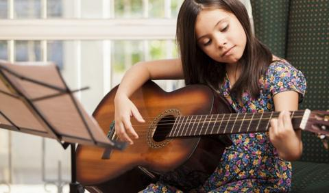 Guitar Lessons with a girl in Nashville Tennessee