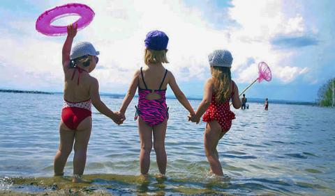 3 little girls swimming at Nashville Beach