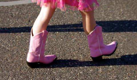 Little Cowgirl walking in Nashville