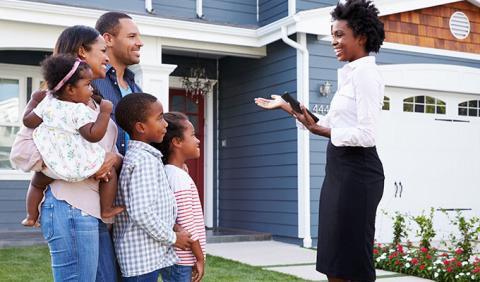 Family buying a new home in a Nashville Suburb